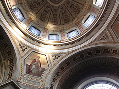 The dome of the Cathedral Basilica of Esztergom, viewed from inside - Esztergom, هنغاريا