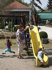 Tiny playground with a slide for the children - Gödöllő, هنغاريا