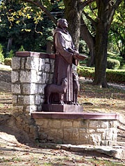 Statue of St. Francis of Assisi (founder of the Franciscan Order) in the garden of the pilgrimage church - Máriagyűd, هنغاريا