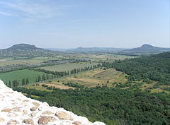 View to the volcanic butte hills of the Balaton Uplands (Balaton-felvidék) - Szigliget, هنغاريا