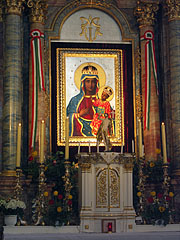 The main altarpiece is a replica of the Miraculous Black Madonna of Częstochowa devotional picture (icon), it was a gift of Polish monks - Márianosztra, Hungary