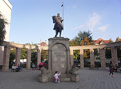 Small paved square with benches around and the statue of king St. Stephen of Hungary in the middle - Mátészalka, Hungary