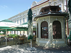 The pavilion was formerly a newspaper stall, today it is the bar counter of a restaurant - Nagykőrös, Hungary