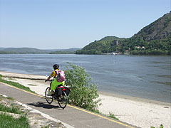 Riverside promenade by the Danube, with a bike path - Nagymaros, Hungary
