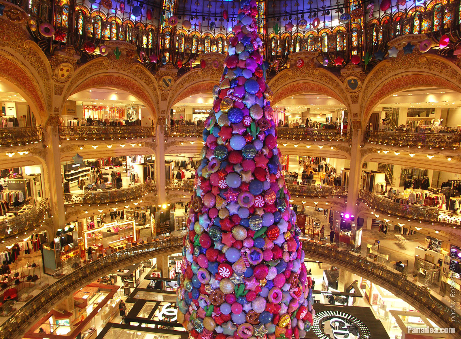 Christmas Paris France.Panadea Travel Guide Photo Gallery Galeries Lafayette