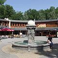 Small circular square with restaurants and brasseries around and a fountain in the middle - Siófok, Hungary