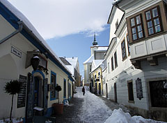 The snowy pedestrian mall with restaurants - Szentendre, Hungary