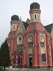 The characteristic spherical domed tower of the Neolog Synagogue of Zalaegerszeg - Zalaegerszeg, Hungary