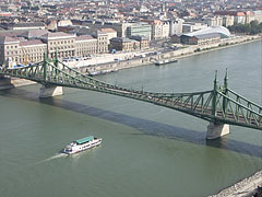 """The Liberty Bridge (""""Szabadság híd"""") over the Danube River, as seen from the Gellért Hill - ブダペスト, ハンガリー"""