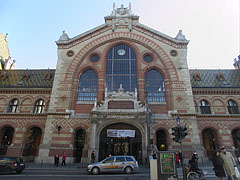The main facade of the Central (Great) Market Hall, including the main entrance - ブダペスト, ハンガリー