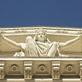 Statue of Pannonia, a female figure on the Hungarian National Museum - ブダペスト, ハンガリー