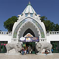 The arched Art Nouveau (secession) style main entrance building - ブダペスト, ハンガリー