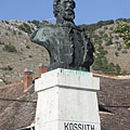 Half-length portrait sculpture of Lajos Kossuth 19th-century Hungarian politicianin the main square - Nagyharsány, ハンガリー